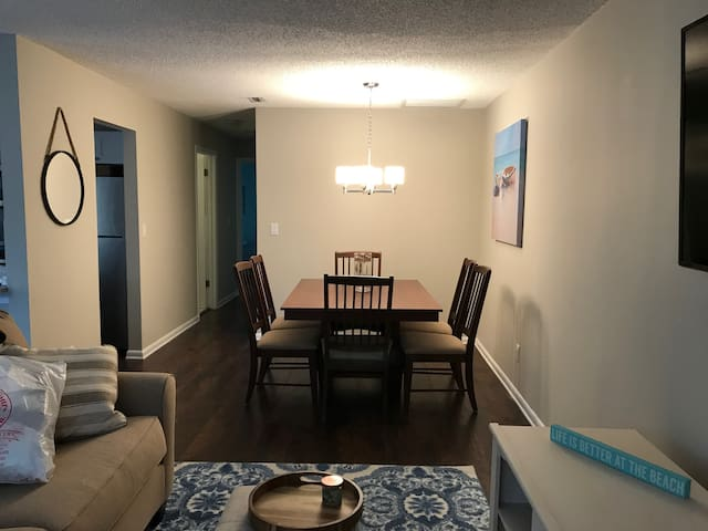 Living/Kitchen Table