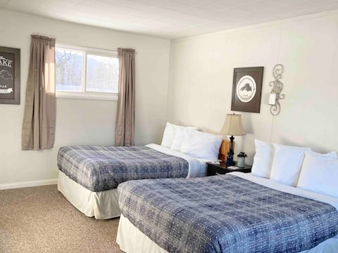 4 Lake Superior Room- White House Lodging
