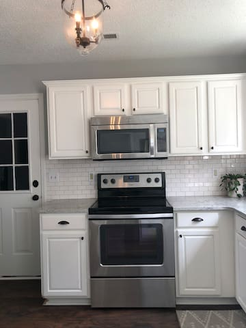 Oven/stove and microwave
