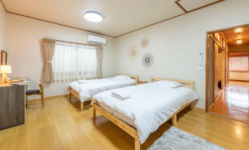 Big bedroom(double bed)at 2nd floor