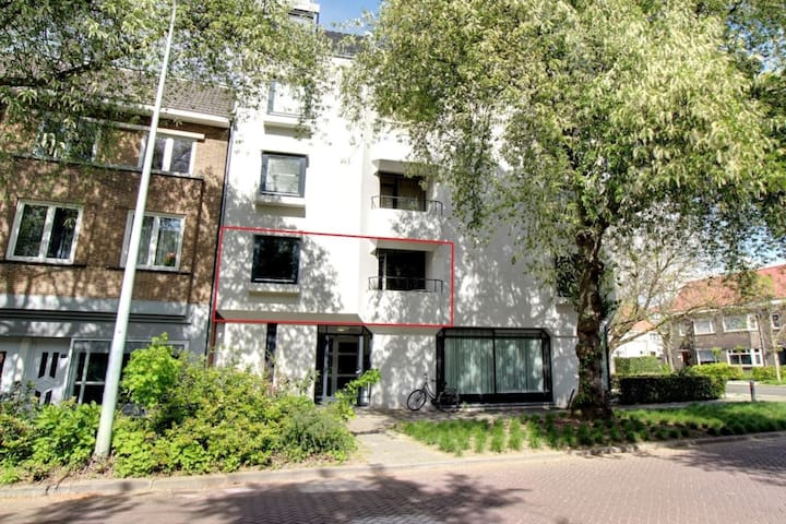 Modern 2-Room apartment for long stay €1150/month