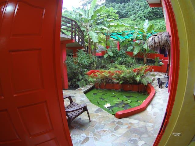 Nice pretty studio nestled in a zen garden