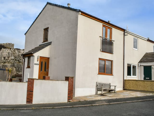 11 ANGLESEY ROAD, pet friendly in Llandudno, Ref 970554