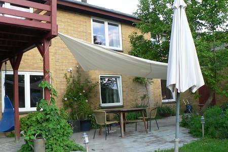 Lejlighed med adgang til stor have - Augustenborg - Pis