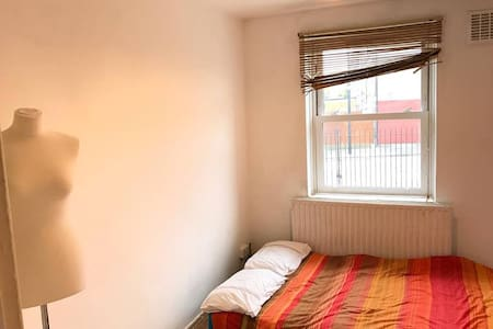 Double room in Shoreditch - £30/night - £550/month - London