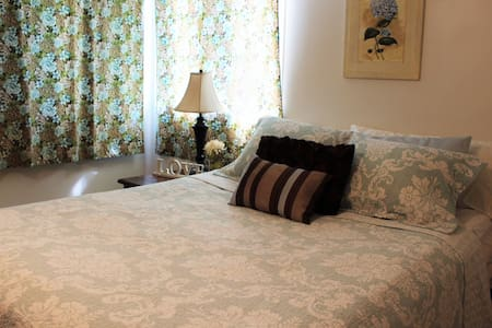 Cozy Bedroom with Private Entrance - 莫斯科 - 公寓