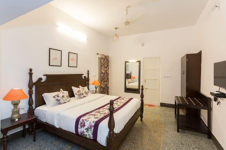 Aloukik Enchanting Bedroom Close To Lake Pichola