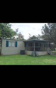 YELLOW ROSE RANCH- CAIN HOUSE - Casa