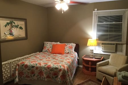 Private room Near airport and  downtown Indy