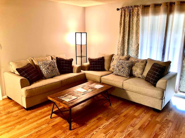 ENTIRE AUBURN CONDO WALKING DISTANCE TO DOWNTOWN