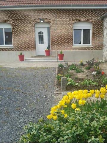 """Gite """"La Fontaine Fleurie"""" - Bertincourt - Casa"""
