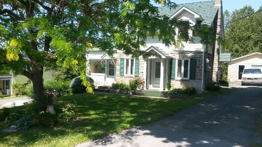 Charming cottage in Quebec's most beautiful town - Frelighsburg - Casa