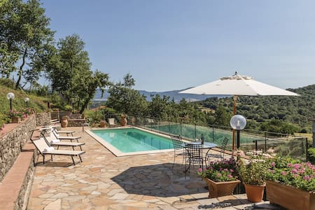 Private Villa with swimming pool in Tuscany
