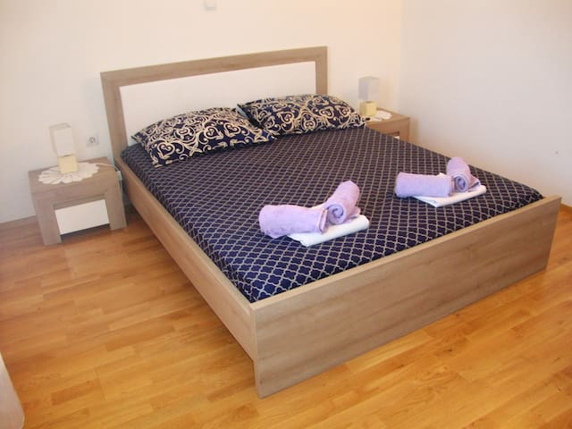 Double bed room with big private bathroom Ivan