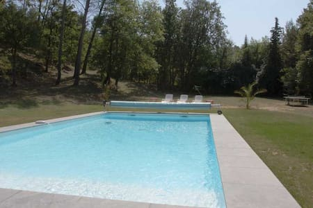 Gîte indépendant/6000 m2 avec piscine au calme - Ev