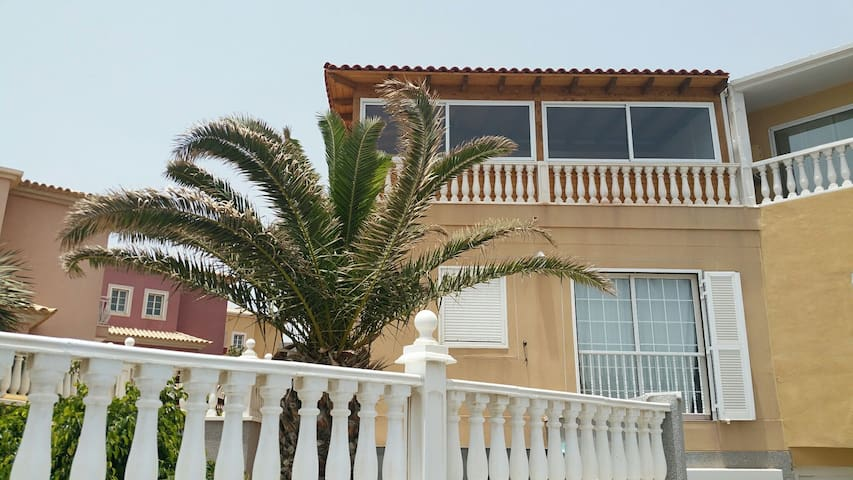 Studio apartment in private house - 50M from beach - El Médano - House