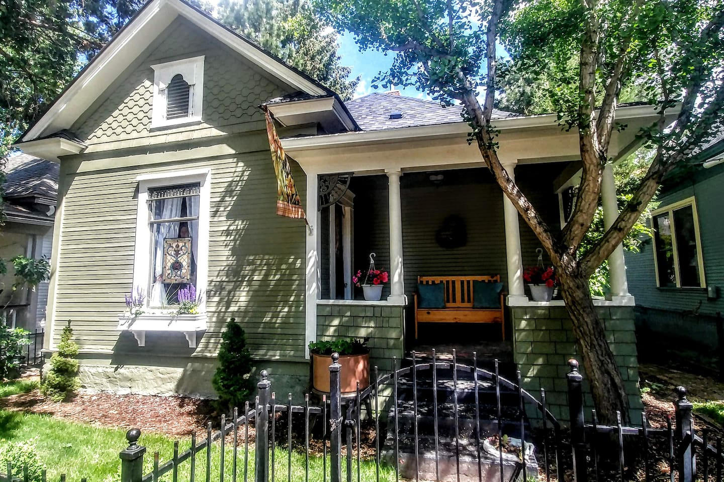 Our adorable 1906 cottage is centrally located in the heart of downtown Hyde Park.