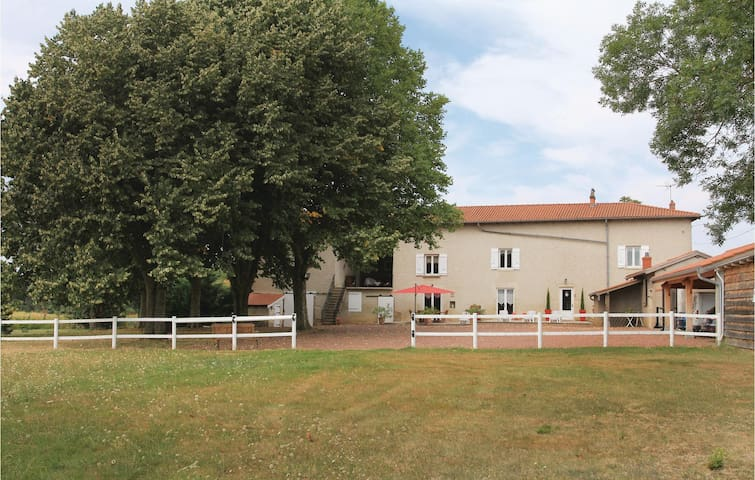 Holiday cottage with 3 bedrooms on 180 m² in Jassans Riottier