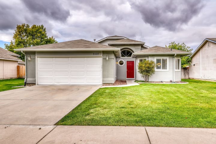 Spacious, family-friendly home in a quiet neighborhood w/ fenced yard