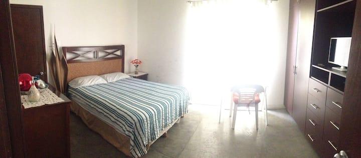 Hermosa y cómoda habitación