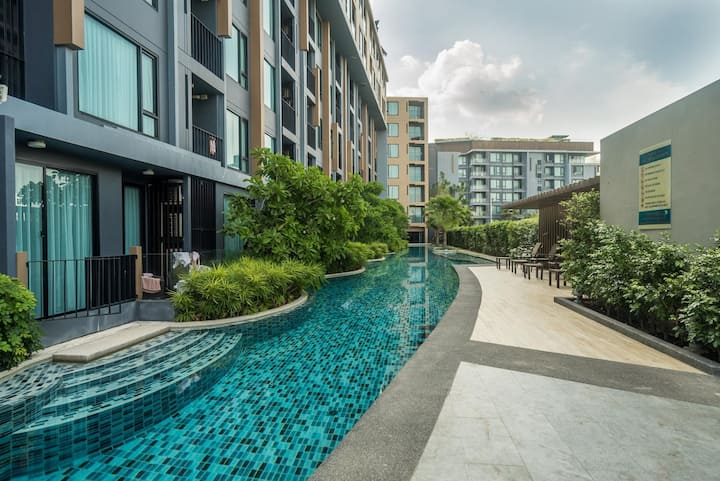Brand new studio walk to Surin beach, 3 pools, gym