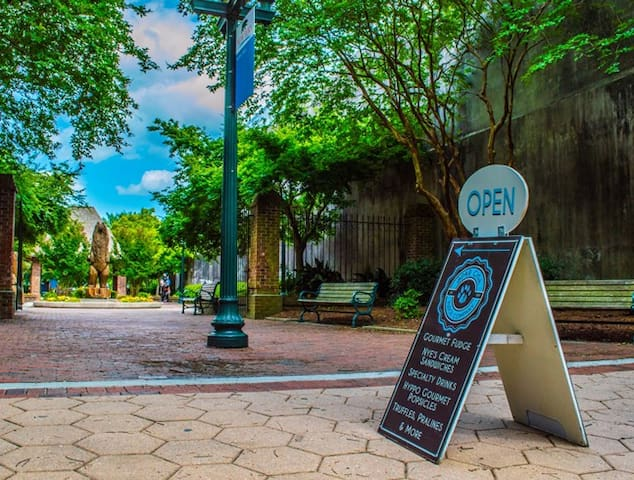 This is Bear Plaza where Bear City Fudge Company is located.