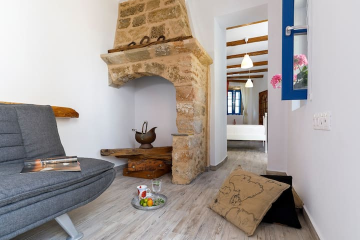 3 Traditional Greek House since 1830 1km Old Town