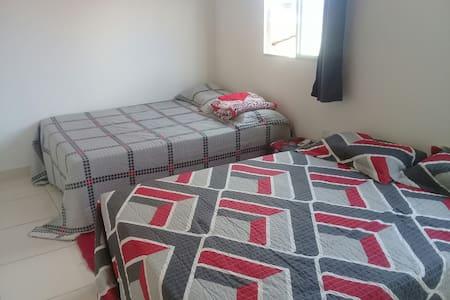 Alugo quarto p/até 4 pessoas com preço único