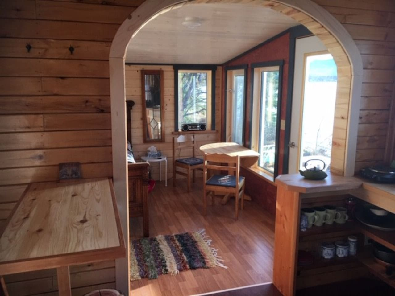Kitchenette and eating areas