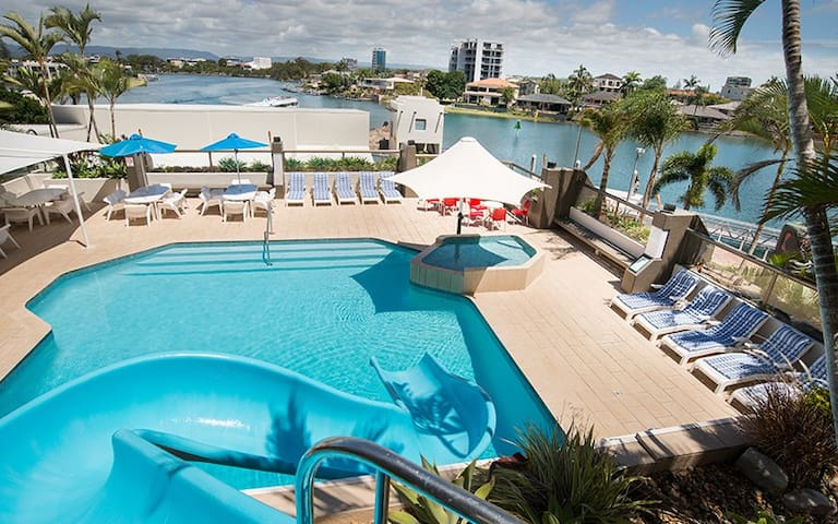 Tiki Hotel Surfers Paradise One Bedroom Apartment