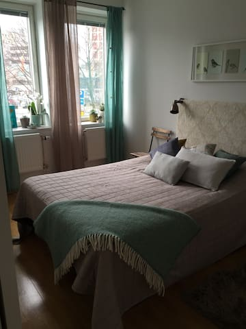 2 room apartment, 10 min to City! - Solna - Departamento
