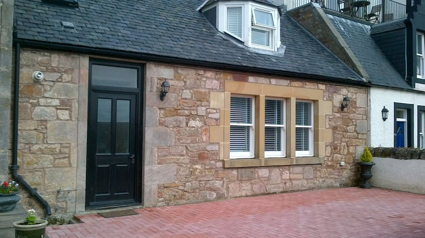 Beautiful sea side village home - Crail - Casa