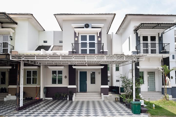 Hosana's Place - Your Comfy Home in Batam Center