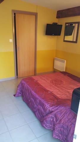Belle petite chambre d'hôtes - Le Pouget - Bed & Breakfast
