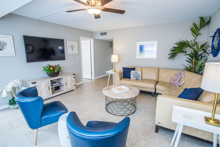 REZRentals - Sea Shell #102 - Updated 2 Bed / 2 Bath - Open Lanai, (30) Steps to the Beach