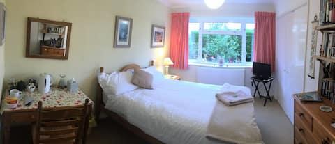 Dormitorio doble para ocupación individual con baño privado