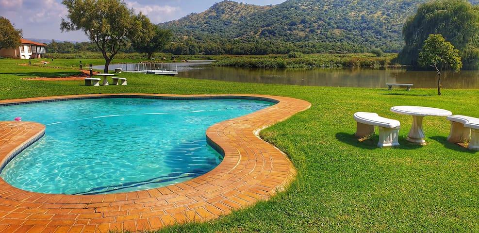 île du Lac Water-side Villa