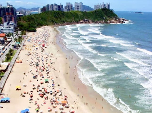 Apê excelente praia Guarujá-Tombo ideal p/a casal
