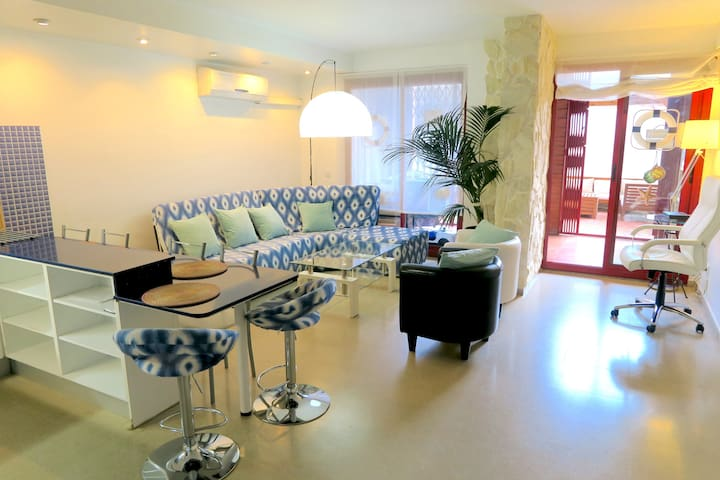Apartment with Terrace next to the Beach and CCIB