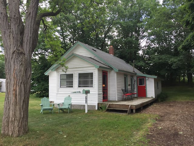 Manistee 5th Avenue 2-Bedroom Cottage