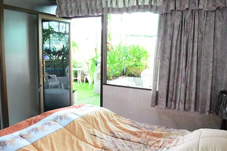 Private Room no.2 for 2-3 persons, garden balcony - Bangkok - Bed & Breakfast