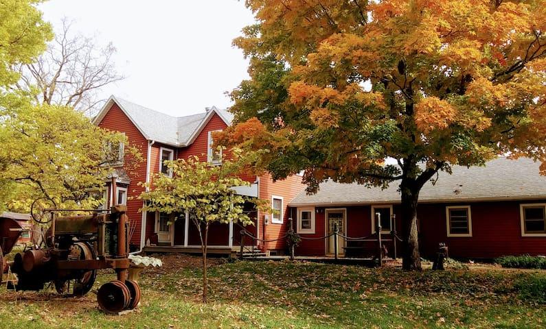 River Bend Farmhouse Retreat - 1 bedroom suite