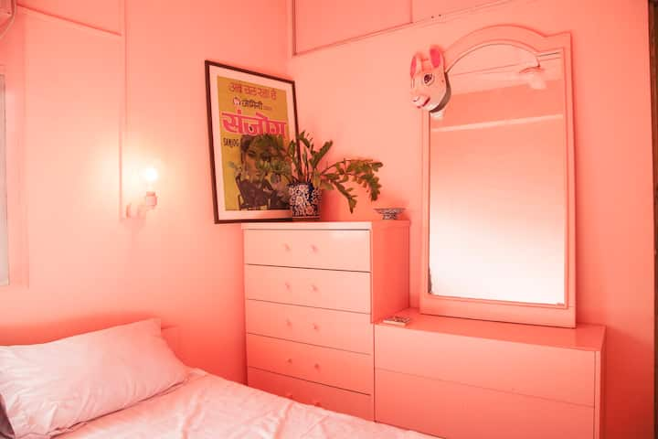 Pink Haveli - A tiny apartment in Juhu Koliwada