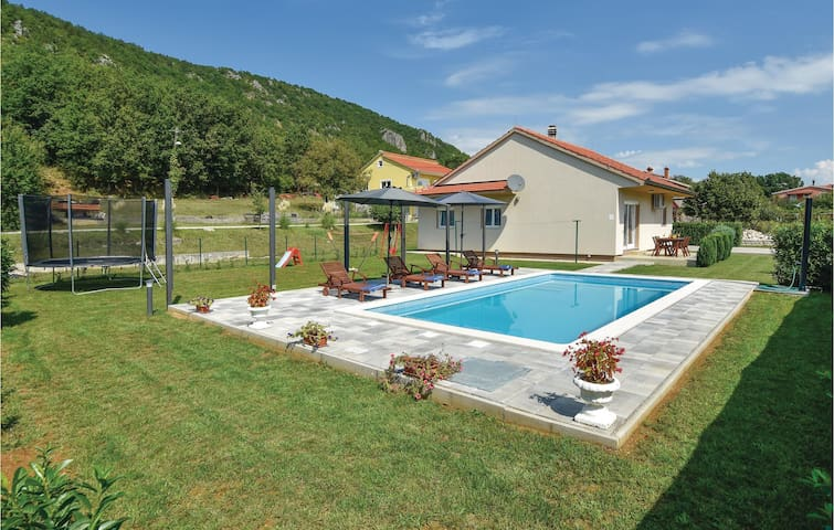 Holiday cottage with 3 bedrooms on 113m² in Lucane
