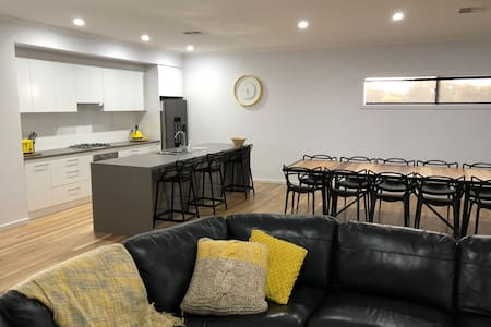 MURRAY RIVER BEDS - corporate/tradie/holiday ready