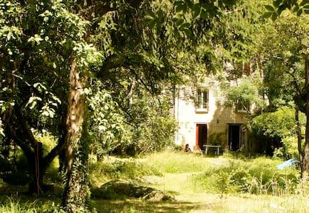 Maison confortable et paysagée à 1h de Paris - Lorrez-le-Bocage-Préaux - 独立屋