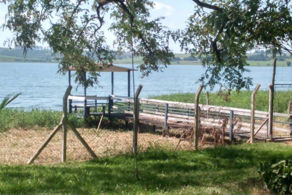 Vista para represa . Local para pesca e esportes aquáticos !
