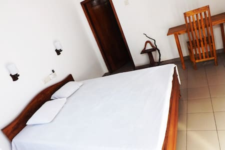 Asela Villa Hikkaduwa - Delux Room - Hikkaduwa - Vila
