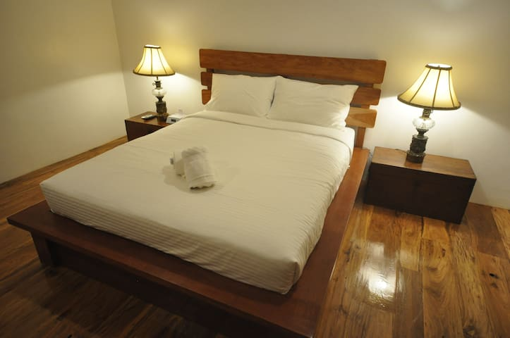 Room with 1 queen bed. Option to add an extra mattress.