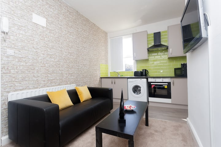 Leeds One Bed Apartment sleeps 2 Kirkstall House